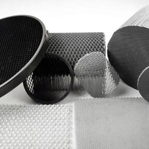 铝蜂窝芯在铝蜂窝板中有哪些优点